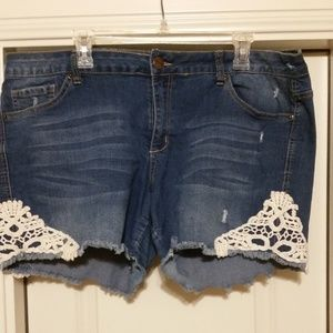 THREAD MARKET Lace Detail Shorts - Size 20